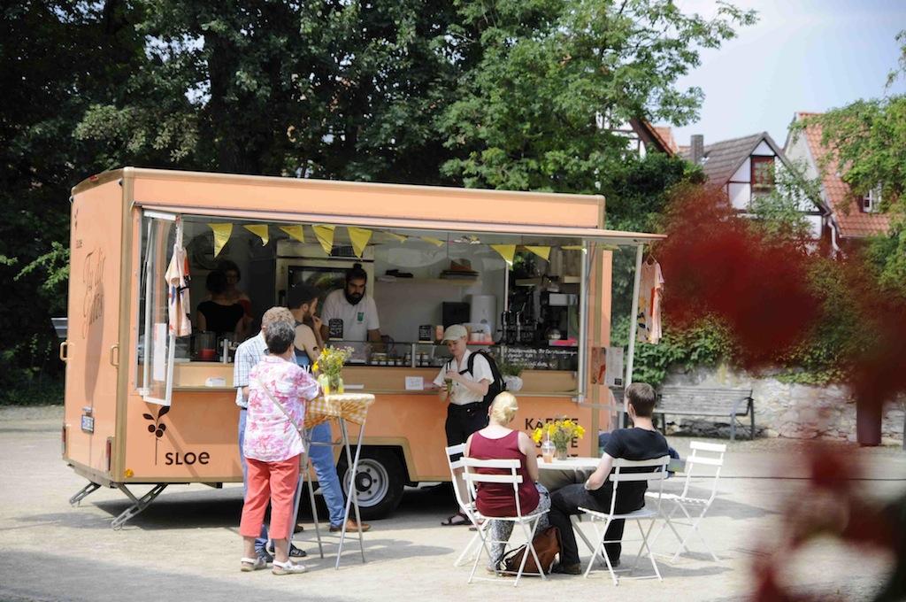"Gespräche, Kunst, ""SLOE"" Food... . Foto: A.Lühmann/dilettantin produktionsbüro"