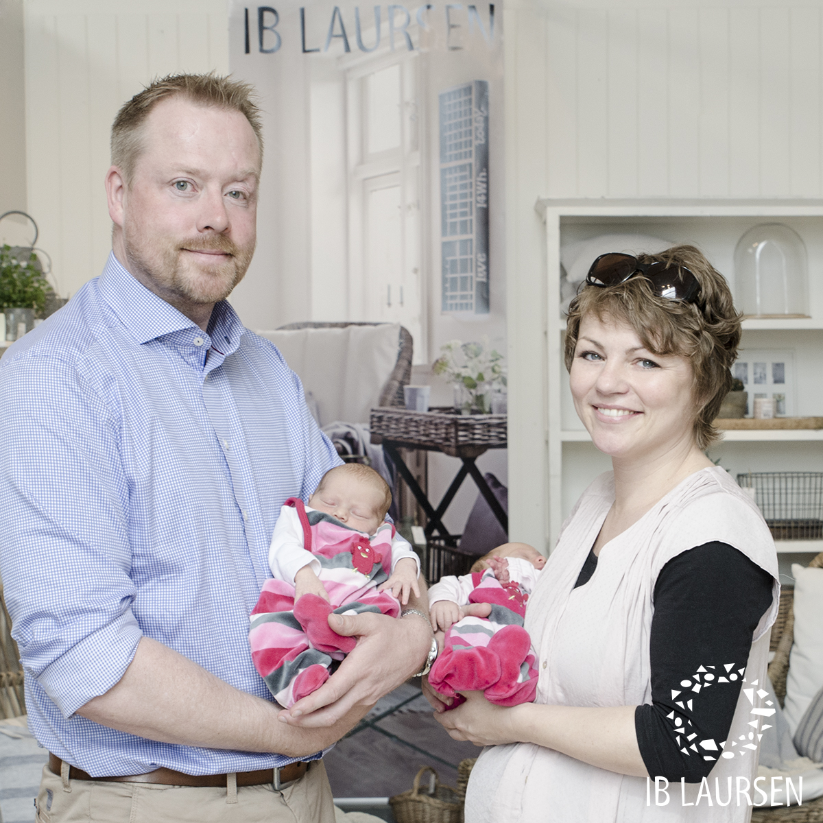 Pia & Peter Laursen with their baby twins Dagny & Anges. Photo: Ib Laursen